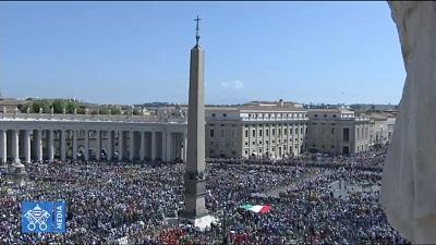 Tisíce_mladých_v_Římě