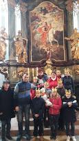 Děti před oltářem sv. Martina